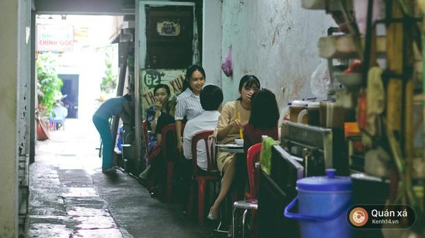 Tiệm hủ tiếu 70 năm ở Sài Gòn ăn hủ tiếu kèm pate chaud cực lạ - Ảnh 4.