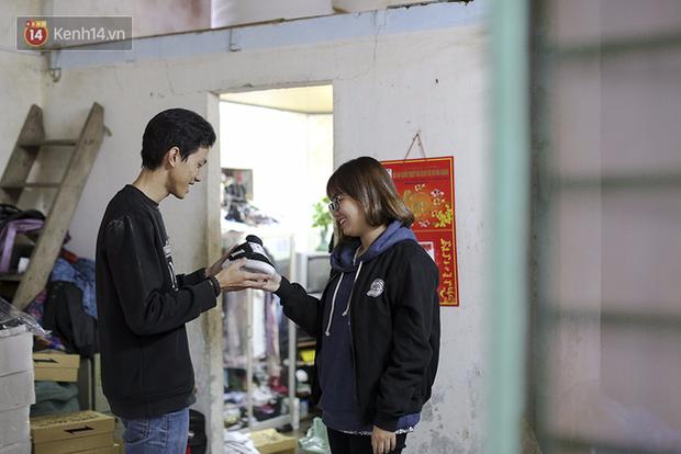 9x Đà Nẵng tự thiết kế và sản xuất giày Việt 100% và câu chuyện khởi nghiệp với 25 triệu đồng - Ảnh 2.