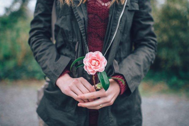 Ta yêu nhau không phải chỉ bằng ba từ đơn giản, mà yêu bằng chính cuộc sống của mình - Ảnh 2.