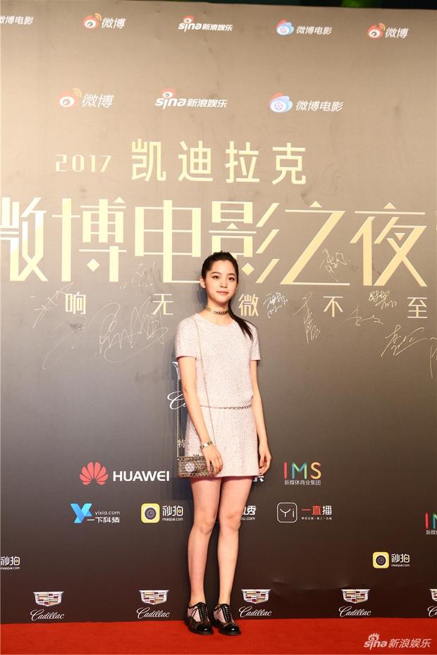 Thảm đỏ Weibo Films Night: Dương Mịch khoe vòng một căng đầy, Mỹ Nhân Ngư Lâm Duẫn sang chảnh đè bẹp đồng nghiệp - Ảnh 19.