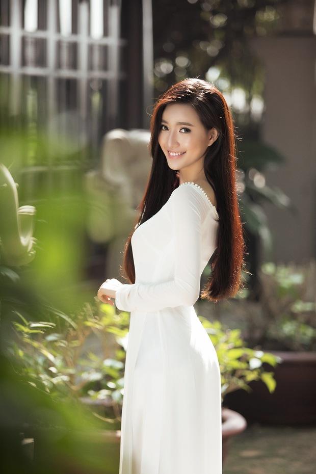 MC Phạm Mỹ Linh diện áo dài trắng, e ấp với hình ảnh thiếu nữ Hà Thành xưa - Ảnh 1.