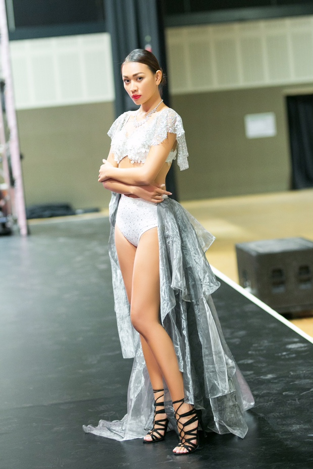 Ngọc Trinh diện nội y tập catwalk cho Đêm Hội Chân Dài bốc lửa tại Berlin - Ảnh 5.