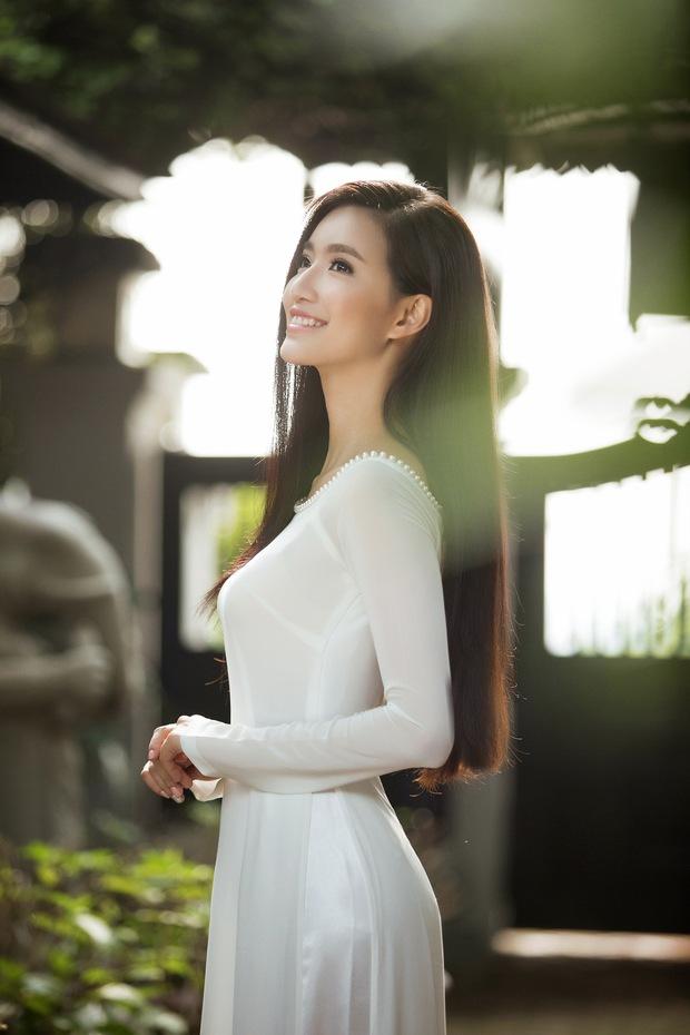 MC Phạm Mỹ Linh diện áo dài trắng, e ấp với hình ảnh thiếu nữ Hà Thành xưa - Ảnh 2.