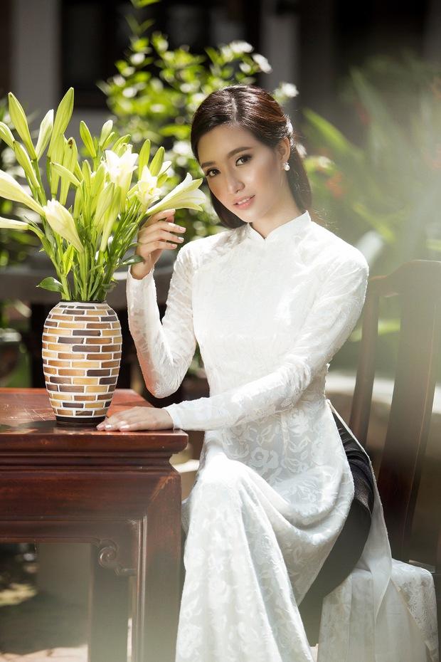 MC Phạm Mỹ Linh diện áo dài trắng, e ấp với hình ảnh thiếu nữ Hà Thành xưa - Ảnh 7.