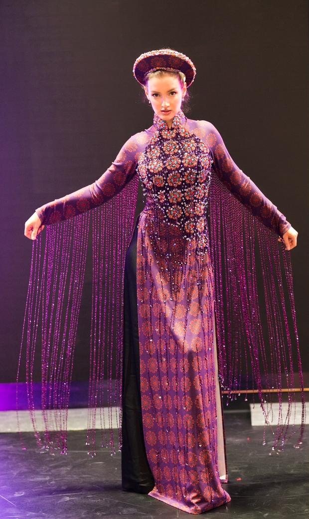Ngọc Trinh diện nội y tập catwalk cho Đêm Hội Chân Dài bốc lửa tại Berlin - Ảnh 8.