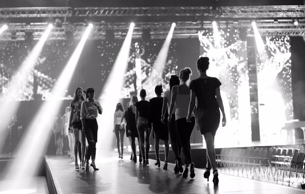 Ngọc Trinh diện nội y tập catwalk cho Đêm Hội Chân Dài bốc lửa tại Berlin - Ảnh 13.