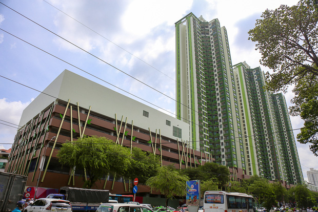 Cao ốc Thuận Kiều Plaza bỏ hoang bỗng lột xác với màu xanh lá nổi bật tại trung tâm Sài Gòn - Ảnh 11.