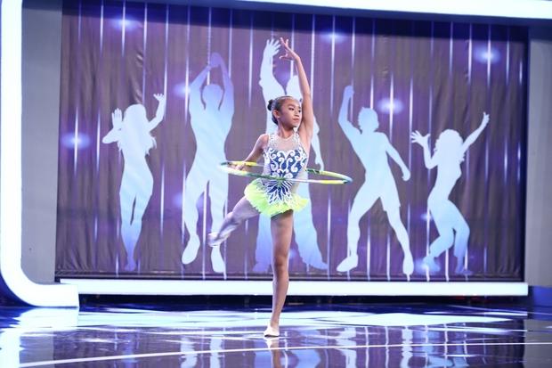 Người bí ẩn: Cô gái gây chú ý khi mặc áo bà ba nhảy hit Sơn Tùng M-TP cực ngầu - Ảnh 12.