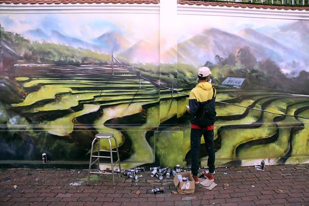 Bức tường cũ kỹ dài 60m bỗng biến thành những bức tranh phong cảnh quê hương 3 miền giữa Sài Gòn - Ảnh 3.