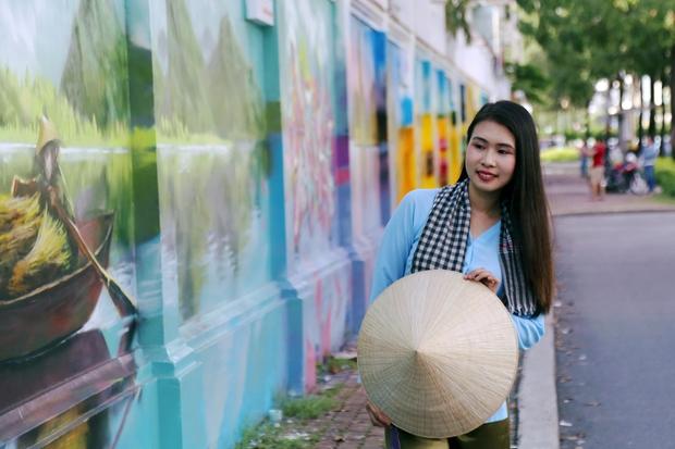 Bức tường cũ kỹ dài 60m bỗng biến thành những bức tranh phong cảnh quê hương 3 miền giữa Sài Gòn - Ảnh 11.
