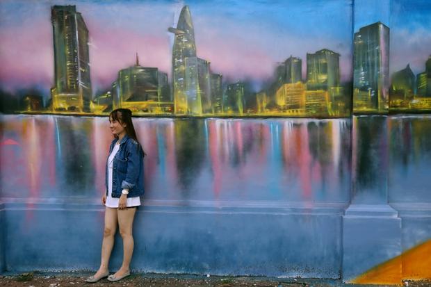 Bức tường cũ kỹ dài 60m bỗng biến thành những bức tranh phong cảnh quê hương 3 miền giữa Sài Gòn - Ảnh 10.