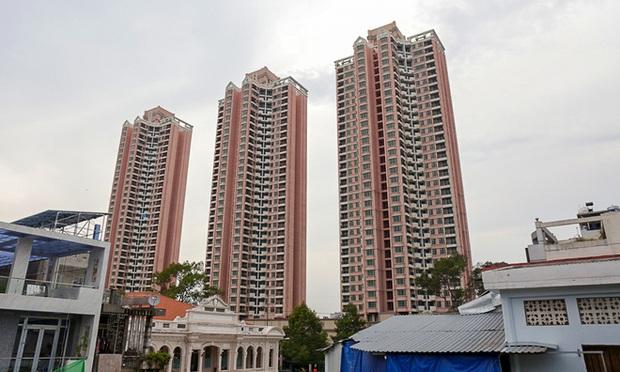 Cao ốc Thuận Kiều Plaza bỏ hoang bỗng lột xác với màu xanh lá nổi bật tại trung tâm Sài Gòn - Ảnh 1.