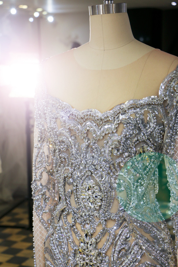 Đây là trang phục dạ hội mà Lệ Hằng mang đi chinh chiến tại Hoa hậu Hoàn vũ 2016 - Ảnh 4.