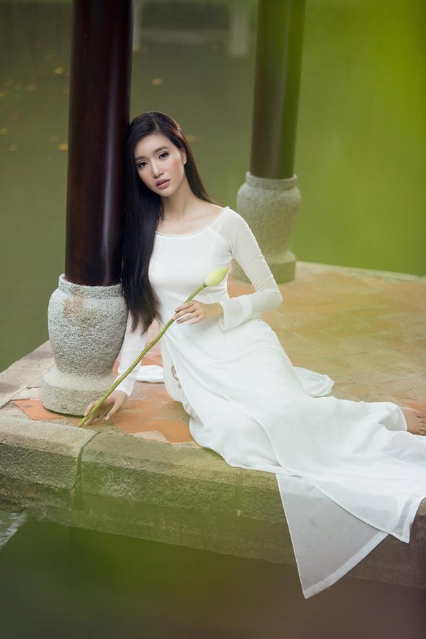 MC Phạm Mỹ Linh diện áo dài trắng, e ấp với hình ảnh thiếu nữ Hà Thành xưa - Ảnh 8.