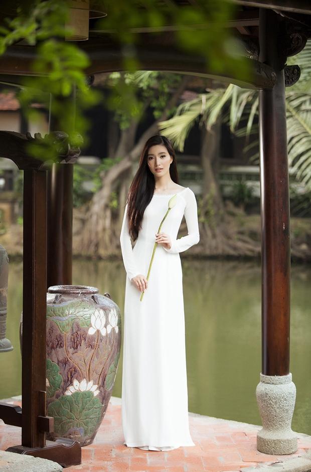 MC Phạm Mỹ Linh diện áo dài trắng, e ấp với hình ảnh thiếu nữ Hà Thành xưa - Ảnh 3.
