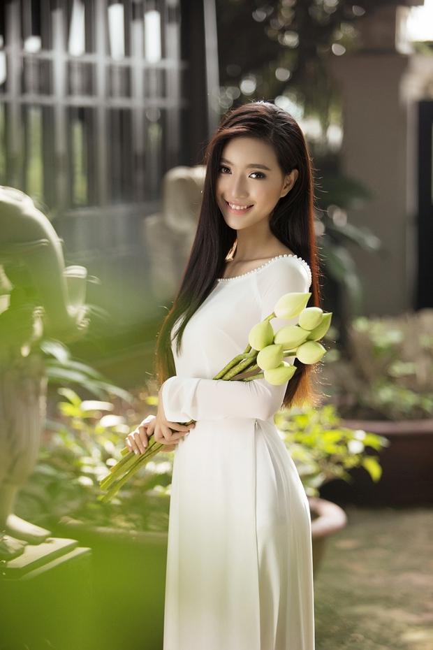 MC Phạm Mỹ Linh diện áo dài trắng, e ấp với hình ảnh thiếu nữ Hà Thành xưa - Ảnh 4.