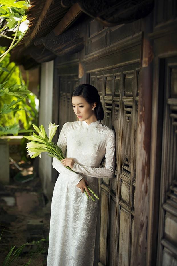 MC Phạm Mỹ Linh diện áo dài trắng, e ấp với hình ảnh thiếu nữ Hà Thành xưa - Ảnh 12.