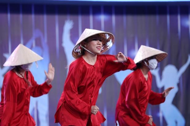 Người bí ẩn: Cô gái gây chú ý khi mặc áo bà ba nhảy hit Sơn Tùng M-TP cực ngầu - Ảnh 4.