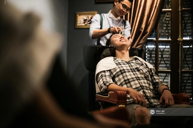 Có gì trong tiệm cắt tóc toàn quý ông lịch lãm ở Hà Nội, nơi con gái không được đặt chân vào? - Ảnh 10.