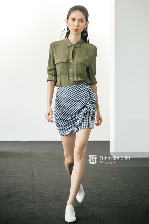 Phí Phương Anh cùng dàn chân dài trình diễn BST thời trang đầu tay của Angela Phương Trinh - Ảnh 4.