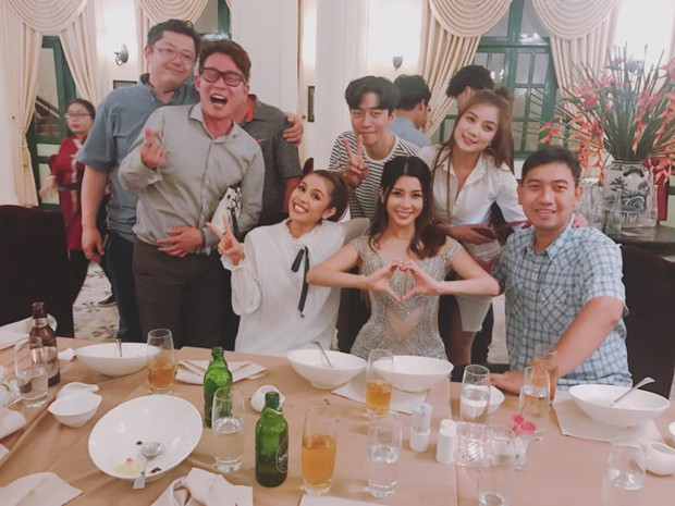 Lộ clip nam diễn viên Vì sao đưa anh tới điển trai mua sắm, ăn tối tại Việt Nam - Ảnh 3.