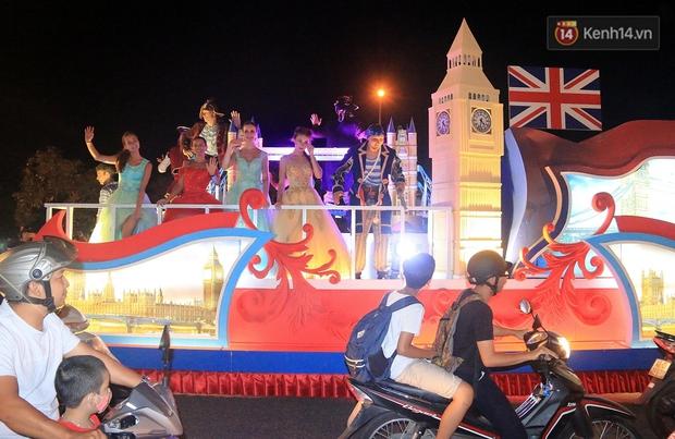 Hàng vạn người đổ ra đường hòa mình cùng lễ hội đường phố cực sôi động ở Đà Nẵng - Ảnh 9.