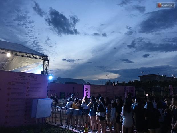 Chính các raver trong nước cũng phải bất ngờ vì khán giả đi xem show The Chainsmokers ở Việt Nam quá đông - Ảnh 3.