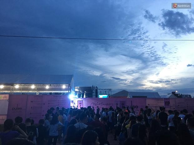 Chính các raver trong nước cũng phải bất ngờ vì khán giả đi xem show The Chainsmokers ở Việt Nam quá đông - Ảnh 4.