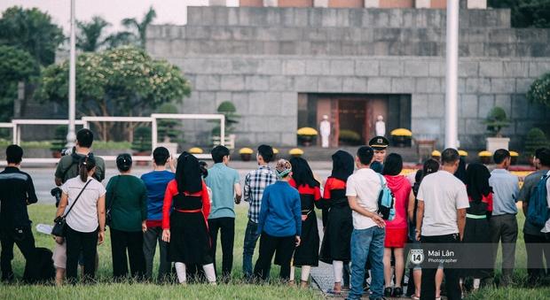 Clip: Người dân Hà Nội chia sẻ cảm xúc trong Lễ chào cờ thiêng liêng sáng 2/9 ở Quảng trường Ba Đình - Ảnh 8.