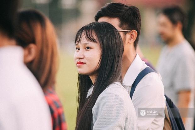 Clip: Người dân Hà Nội chia sẻ cảm xúc trong Lễ chào cờ thiêng liêng sáng 2/9 ở Quảng trường Ba Đình - Ảnh 10.