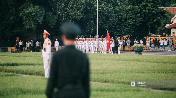 Clip: Người dân Hà Nội chia sẻ cảm xúc trong Lễ chào cờ thiêng liêng sáng 2/9 ở Quảng trường Ba Đình - Ảnh 5.
