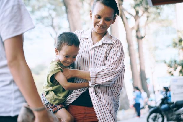 Đại diện Vinamilk: Chúng tôi đang sắp xếp cho chị Linh một công việc phù hợp, để chị ổn định nuôi con - Ảnh 1.