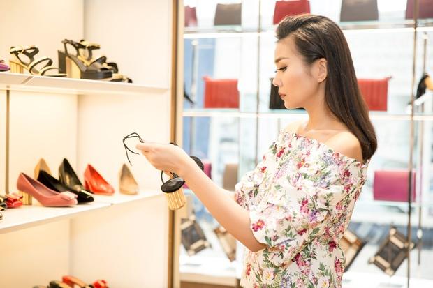 Lần thứ 3 dự Milan Fashion Week, Thanh Hằng hoang mang không biết nên mặc gì cho oách - Ảnh 7.