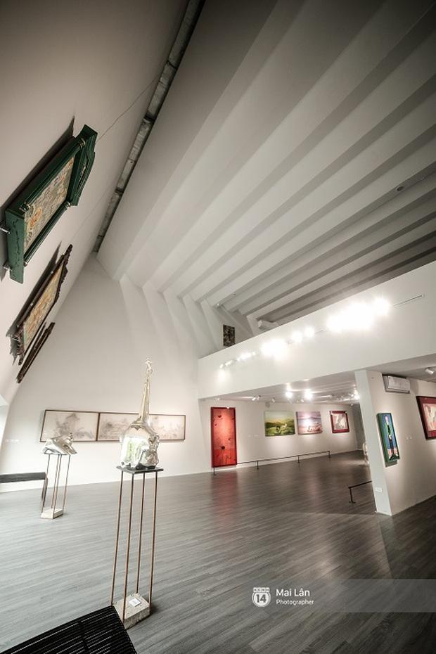 Nhà sách 4 tầng vừa có triển lãm, vừa có cà phê, lại đầy góc chụp ảnh sống ảo đang làm giới trẻ Hà Nội mê mệt - Ảnh 8.
