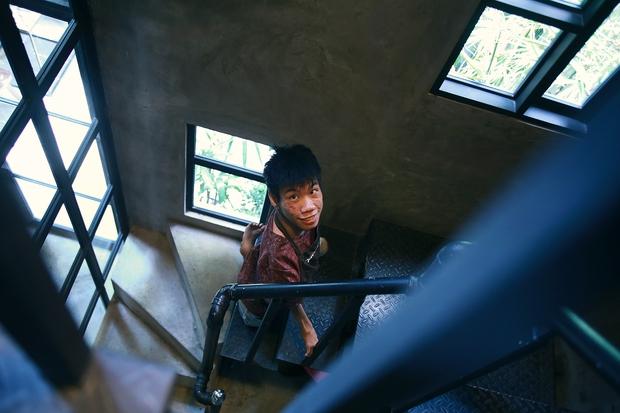 Không chỉ là họa sĩ khuyết tật, Lê Minh Châu đã trở thành chủ quán cafe kết hợp lớp dạy vẽ ở Sài Gòn - Ảnh 12.