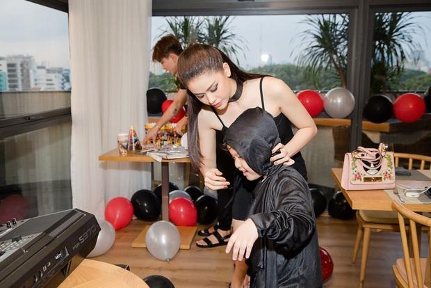 Trương Quỳnh Anh hoá miêu nữ gợi cảm, cùng Tim tổ chức sinh nhật cho con trai - Ảnh 5.
