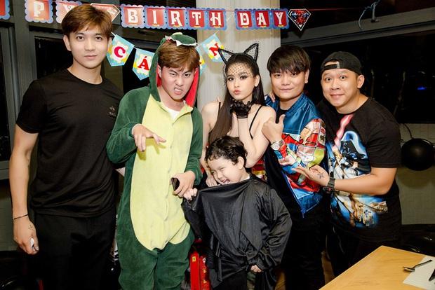 Trương Quỳnh Anh hoá miêu nữ gợi cảm, cùng Tim tổ chức sinh nhật cho con trai - Ảnh 12.