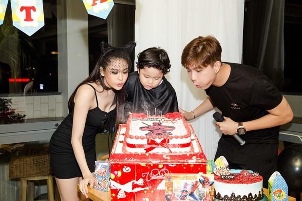 Trương Quỳnh Anh hoá miêu nữ gợi cảm, cùng Tim tổ chức sinh nhật cho con trai - Ảnh 6.