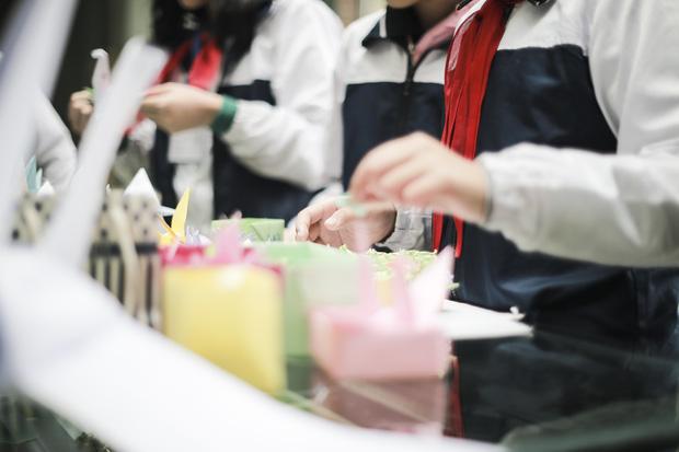 Học sinh Lương Thế Vinh gửi điều ước vào 19.000 hạc giấy, mong thầy Văn Như Cương sớm phục hồi - Ảnh 10.