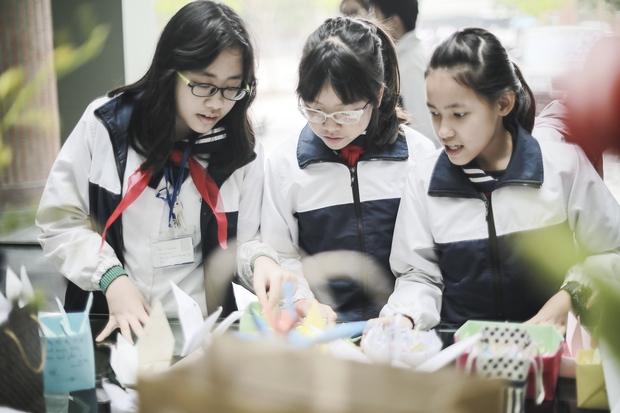 Học sinh Lương Thế Vinh gửi điều ước vào 19.000 hạc giấy, mong thầy Văn Như Cương sớm phục hồi - Ảnh 8.