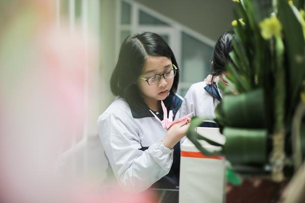 Học sinh Lương Thế Vinh gửi điều ước vào 19.000 hạc giấy, mong thầy Văn Như Cương sớm phục hồi - Ảnh 4.