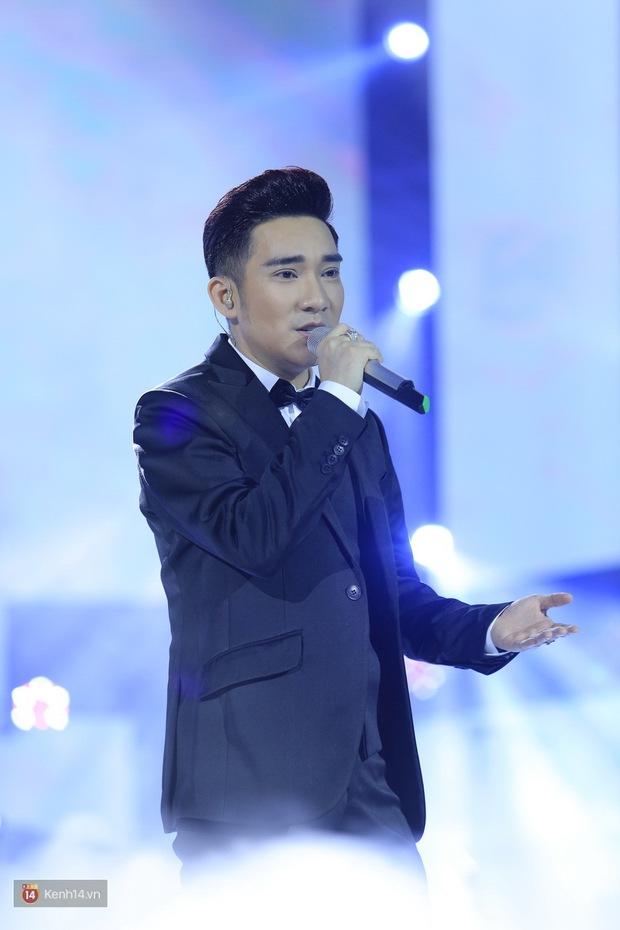 Clip: Khoác áo mới cho Duyên phận, Quang Hà đốt cháy sân khấu cùng loạt vũ công nóng bỏng - Ảnh 1.