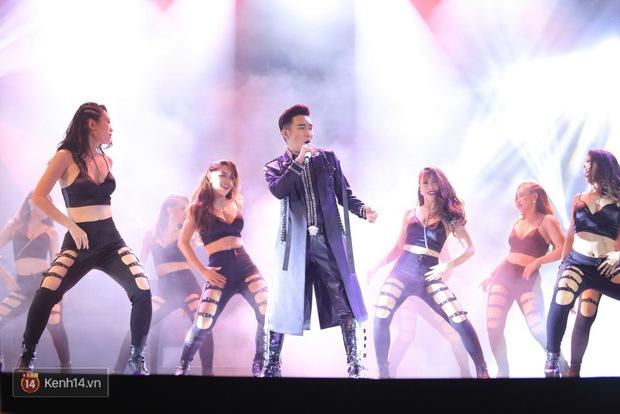Clip: Khoác áo mới cho Duyên phận, Quang Hà đốt cháy sân khấu cùng loạt vũ công nóng bỏng - Ảnh 3.