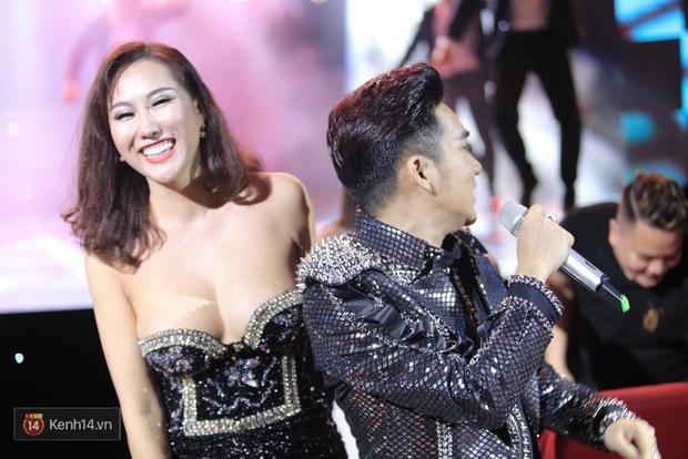 Clip: Khoác áo mới cho Duyên phận, Quang Hà đốt cháy sân khấu cùng loạt vũ công nóng bỏng - Ảnh 12.