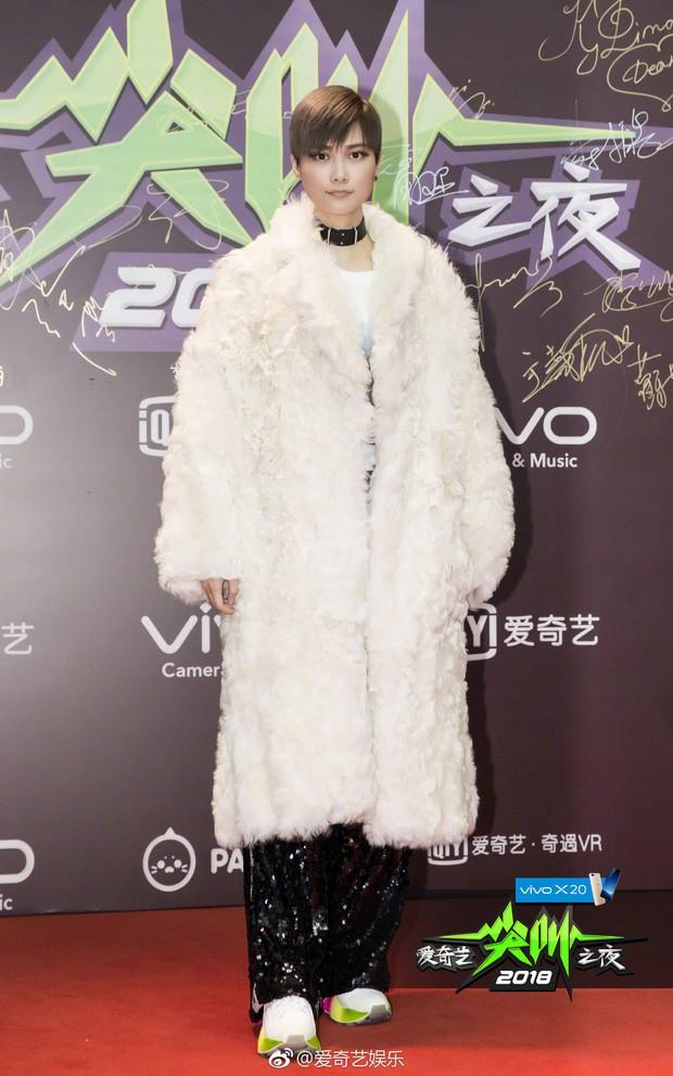 Thảm đỏ iQiYi: Dương Mịch cân cả dàn mỹ nhân Cbiz, bạn gái Trương Hàn nhan sắc ngày càng lên hương - Ảnh 23.