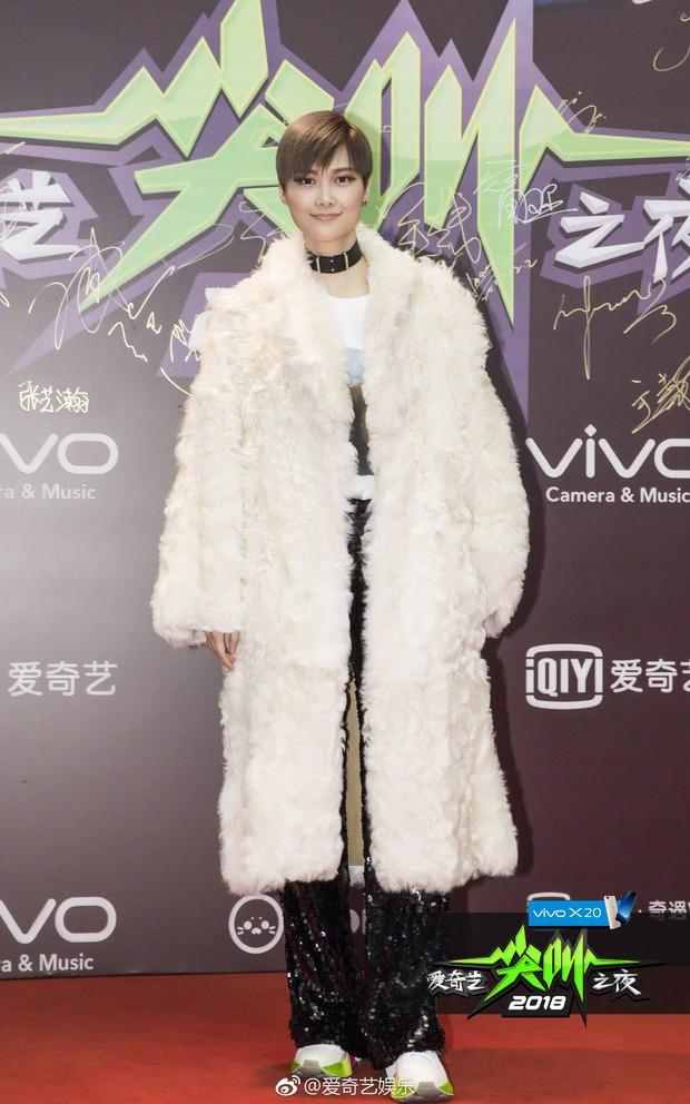 Thảm đỏ iQiYi: Dương Mịch cân cả dàn mỹ nhân Cbiz, bạn gái Trương Hàn nhan sắc ngày càng lên hương - Ảnh 24.