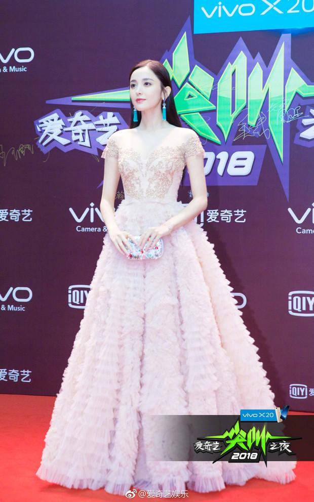 Thảm đỏ iQiYi: Dương Mịch cân cả dàn mỹ nhân Cbiz, bạn gái Trương Hàn nhan sắc ngày càng lên hương - Ảnh 8.