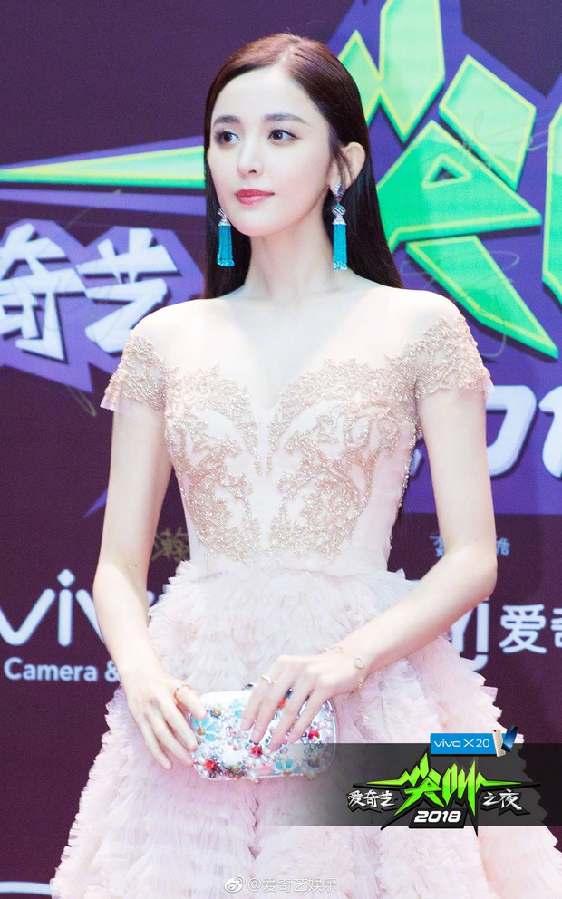 Thảm đỏ iQiYi: Dương Mịch cân cả dàn mỹ nhân Cbiz, bạn gái Trương Hàn nhan sắc ngày càng lên hương - Ảnh 9.
