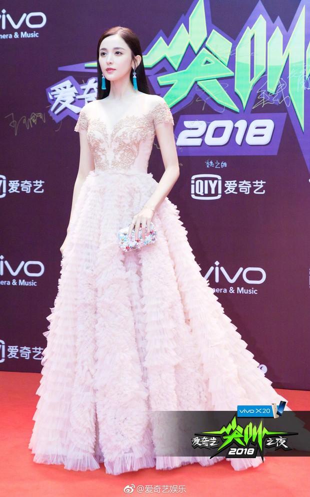 Thảm đỏ iQiYi: Dương Mịch cân cả dàn mỹ nhân Cbiz, bạn gái Trương Hàn nhan sắc ngày càng lên hương - Ảnh 10.