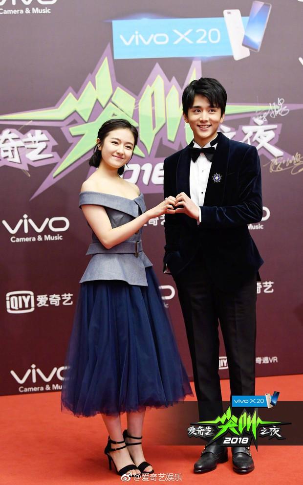 Thảm đỏ iQiYi: Dương Mịch cân cả dàn mỹ nhân Cbiz, bạn gái Trương Hàn nhan sắc ngày càng lên hương - Ảnh 16.